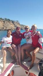 Wer wäre hier nicht gerne Kapitän? Anke, Kirsten, Traudi und Heidi vor der türkischen Küste