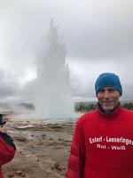 Als Thilo mit dem RWE-Shirt in Reykjavik aufgetauchte, schossen die Geysire vor Freude noch höher!